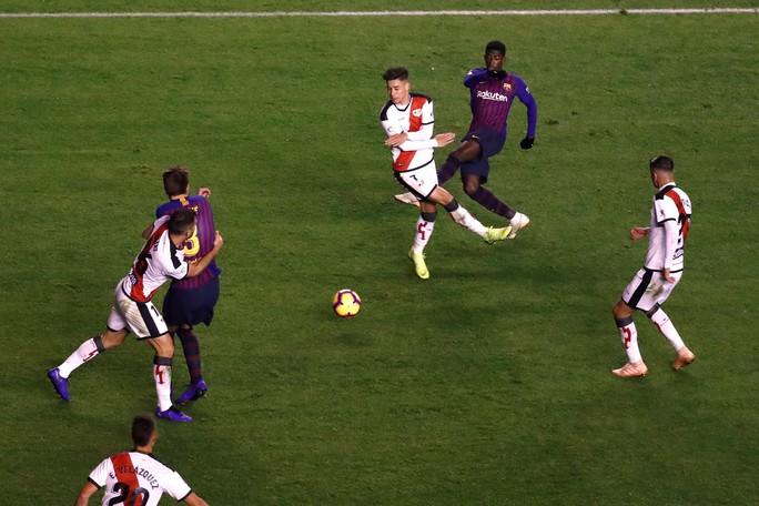 Suarez lại lập đại công, Barcelona củng cố ngôi đầu La Liga - Ảnh 4.