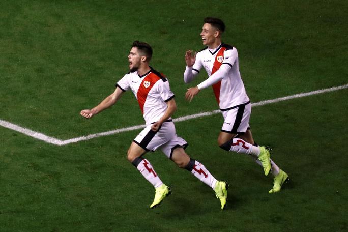 Suarez lại lập đại công, Barcelona củng cố ngôi đầu La Liga - Ảnh 3.