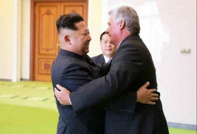 Chủ tịch Cuba đến Triều Tiên thắt chặt tình đoàn kết - Ảnh 1.