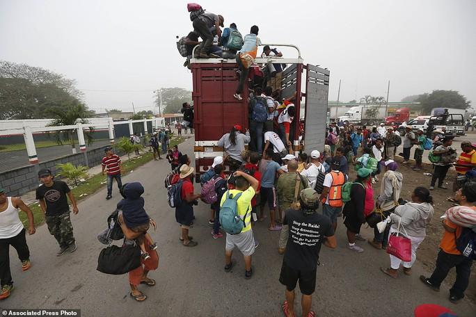 """Đoàn di dân tiến đến """"tuyến đường tử thần"""" ở Mexico - Ảnh 5."""