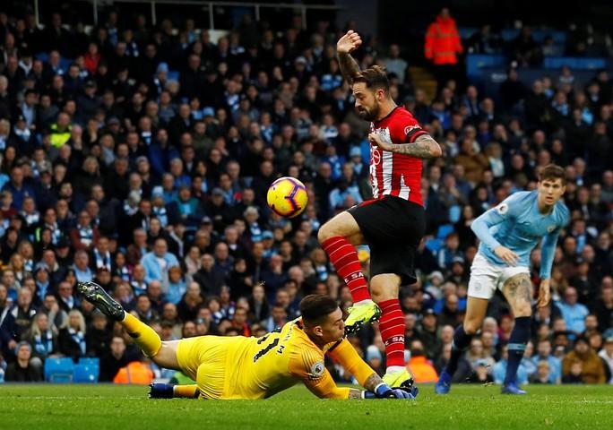 Tung đòn trừng phạt khủng khiếp, Man City và Chelsea trở lại đỉnh bảng - Ảnh 3.