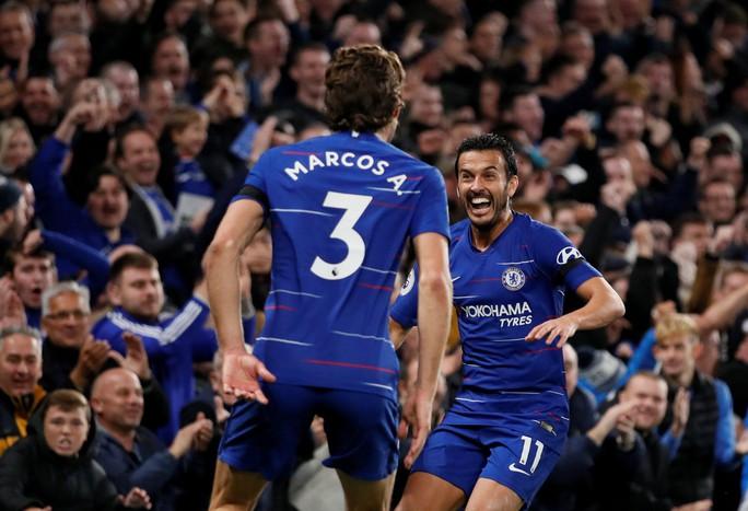 Tung đòn trừng phạt khủng khiếp, Man City và Chelsea trở lại đỉnh bảng - Ảnh 8.