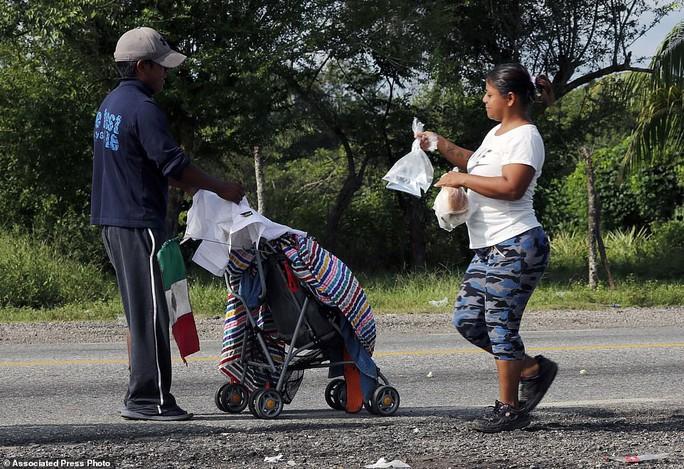 """Đoàn di dân tiến đến """"tuyến đường tử thần"""" ở Mexico - Ảnh 11."""
