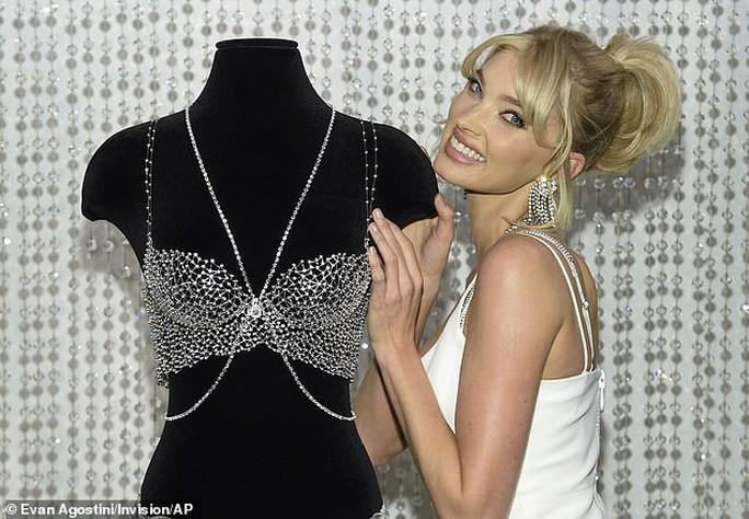 Giá bèo, áo lót Victoria's Secret bị chê không xứng thiên thần nội y - Ảnh 2.