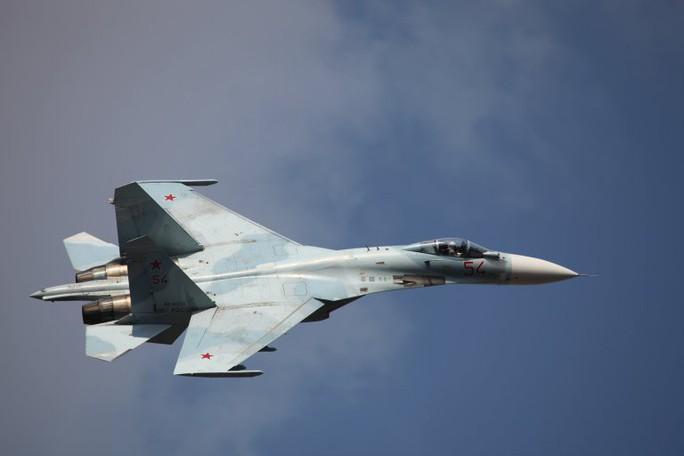 Su-27 của Nga bị tố xả khói vào mặt máy bay do thám Mỹ - Ảnh 2.
