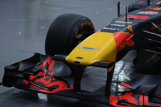 Cận cảnh siêu xe đua F1 ra mắt tại Hoàng thành Thăng Long - Ảnh 6.
