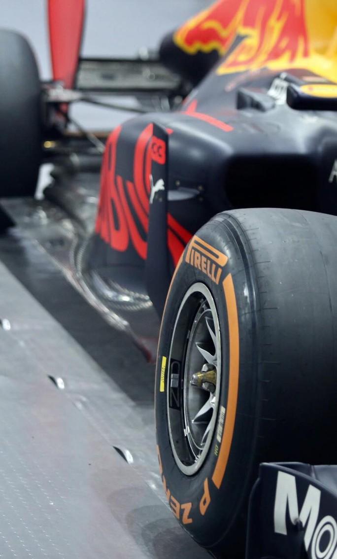 Cận cảnh siêu xe đua F1 ra mắt tại Hoàng thành Thăng Long - Ảnh 7.