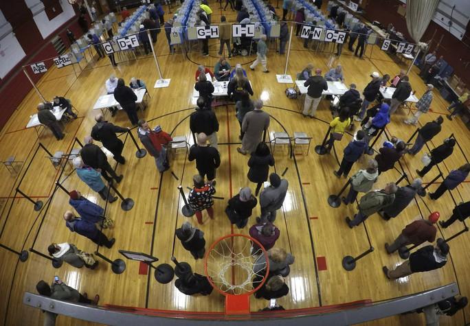 Bầu cử Mỹ: Kỷ lục sớm, máy bỏ phiếu trục trặc và bức ảnh cảm động của ông McCain - Ảnh 6.
