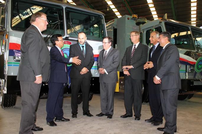 VWS trao tặng 6 siêu xe vận chuyển rác - Ảnh 1.