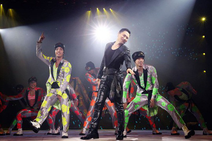 Tội phạm lại sa lưới trong đêm nhạc của ca thần Trương Học Hữu - Ảnh 2.