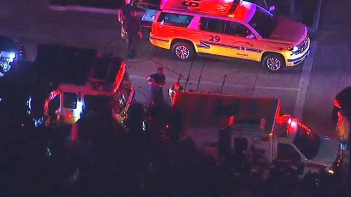 Mỹ: Xả súng kinh hoàng tại California, nạn nhân nằm la liệt - Ảnh 1.
