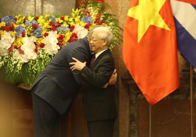 Cận cảnh Tổng Bí thư, Chủ tịch nước Nguyễn Phú Trọng đón Chủ tịch Cuba - Ảnh 7.