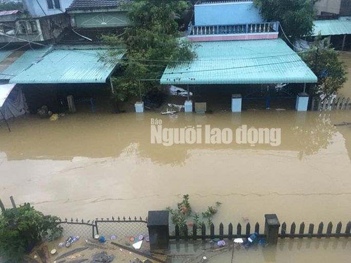 Nước lên nhanh, dân Quảng Nam cầu cứu trong đêm, 1 người bị lũ cuốn - Ảnh 4.