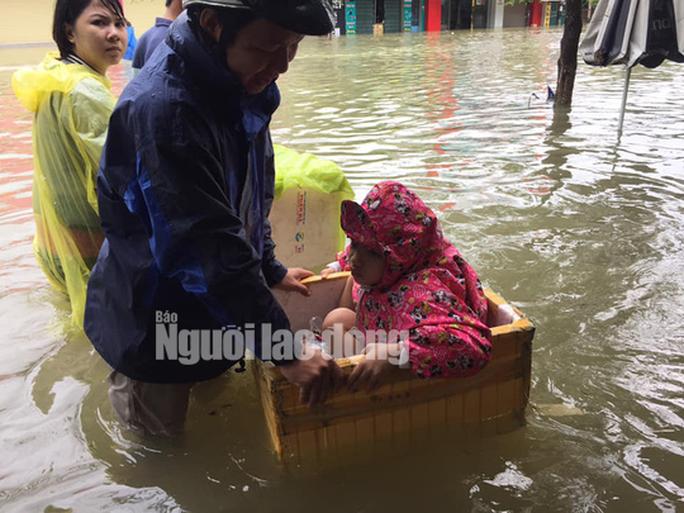 Quảng Nam: Mưa lũ gây chết người, thủy điện vẫn thiếu cả tỉ khối nước - Ảnh 1.