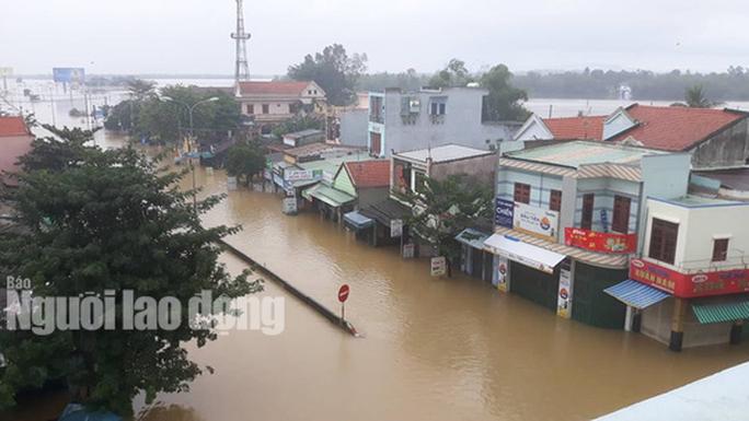 Nước lên nhanh, dân Quảng Nam cầu cứu trong đêm, 1 người bị lũ cuốn - Ảnh 7.