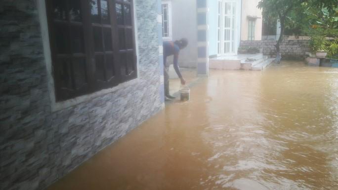 Đà Nẵng: Hòa Liên đang bị ngập sâu hơn 1 m - Ảnh 13.