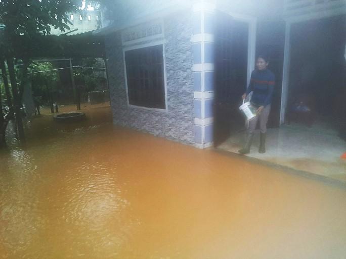Đà Nẵng: Hòa Liên đang bị ngập sâu hơn 1 m - Ảnh 6.
