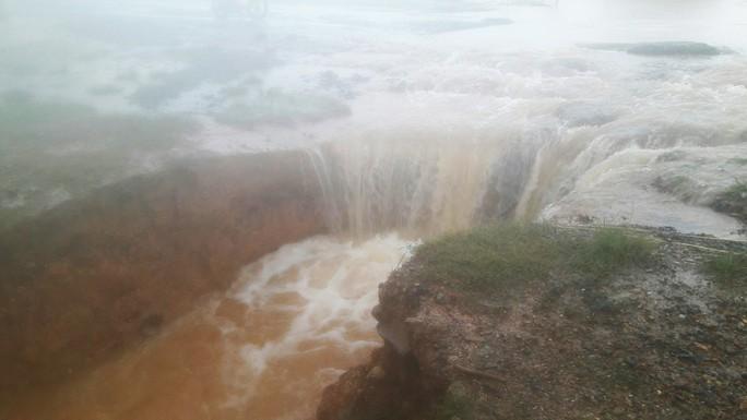 Đà Nẵng: Hòa Liên đang bị ngập sâu hơn 1 m - Ảnh 3.
