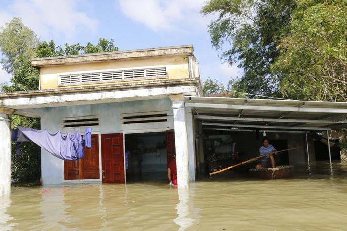 Quảng Nam: Đi cứu hộ về, dân quân tử nạn trong mưa lạnh - Ảnh 1.