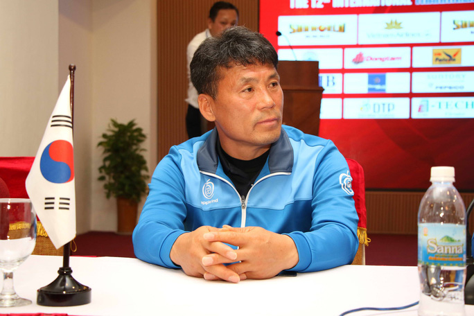 HLV tuyển trẻ Hàn Quốc tin Việt Nam sẽ vô địch AFF Cup 2018 - Ảnh 2.