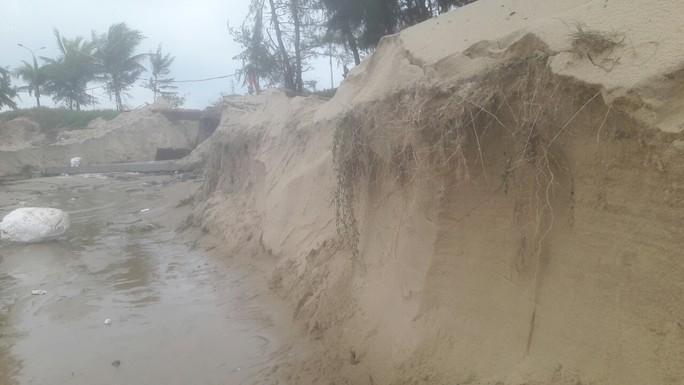 Hơn 3 km bờ biển Đà Nẵng tiếp tục sạt lở nặng - Ảnh 12.