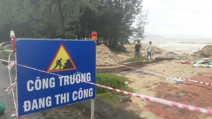 Hơn 3 km bờ biển Đà Nẵng tiếp tục sạt lở nặng - Ảnh 14.