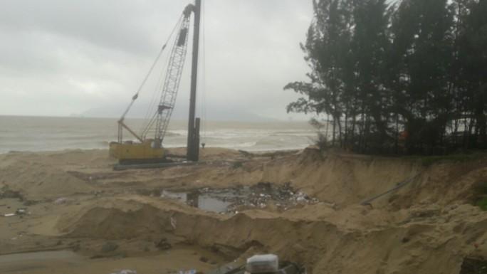 Hơn 3 km bờ biển Đà Nẵng tiếp tục sạt lở nặng - Ảnh 15.