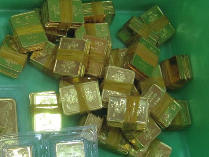 Nhu cầu èo uột, vàng SJC liên tục rớt giá - Ảnh 1.