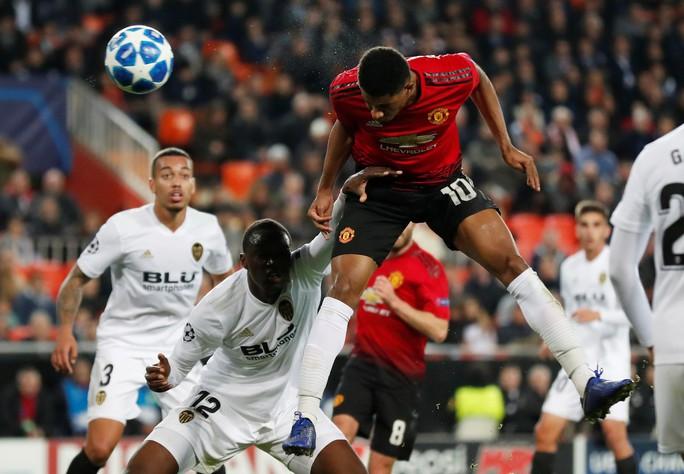 Ba đội bóng của Ronaldo thua liểng xiểng ở Champions League - Ảnh 5.