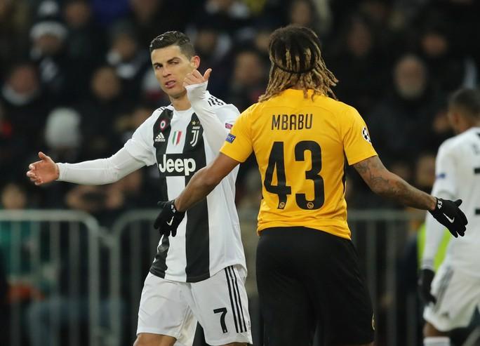 Ba đội bóng của Ronaldo thua liểng xiểng ở Champions League - Ảnh 1.