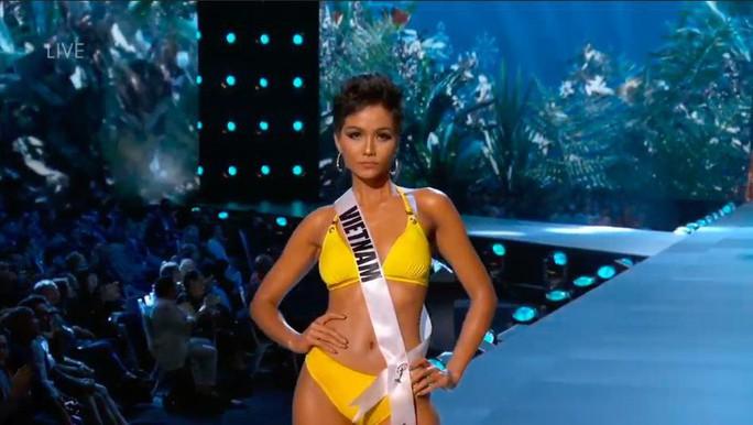 HHen Niê được chuyên trang nhan sắc đánh giá cao sau phần bikini, dạ hội - Ảnh 1.