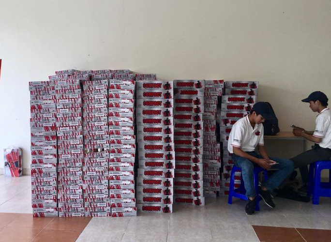 Nhận nước tăng lực để cổ vũ đội tuyển Việt Nam, sinh viên hoang mang - Ảnh 1.