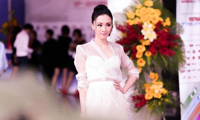 Hoa hậu Việt - gian nan và cạm bẫy: Trong tầm ngắm của đại gia - Ảnh 1.