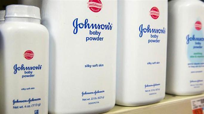 Bóng ma amiăng ám Johnson & Johnson - Ảnh 1.