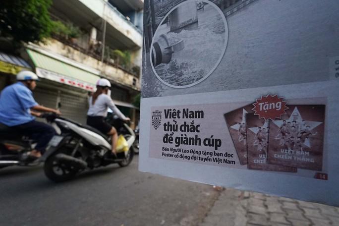 Poster cổ vũ tuyển Việt Nam chinh phục AFF Cup đến tay người hâm mộ - Ảnh 2.