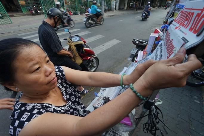 Poster cổ vũ tuyển Việt Nam chinh phục AFF Cup đến tay người hâm mộ - Ảnh 3.
