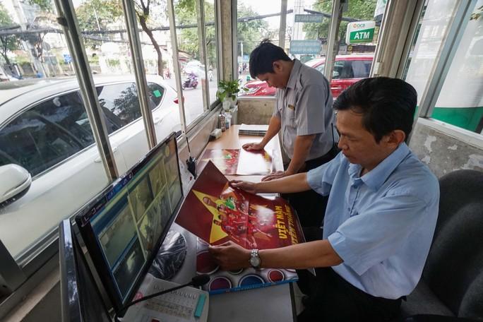 Poster cổ vũ tuyển Việt Nam chinh phục AFF Cup đến tay người hâm mộ - Ảnh 8.