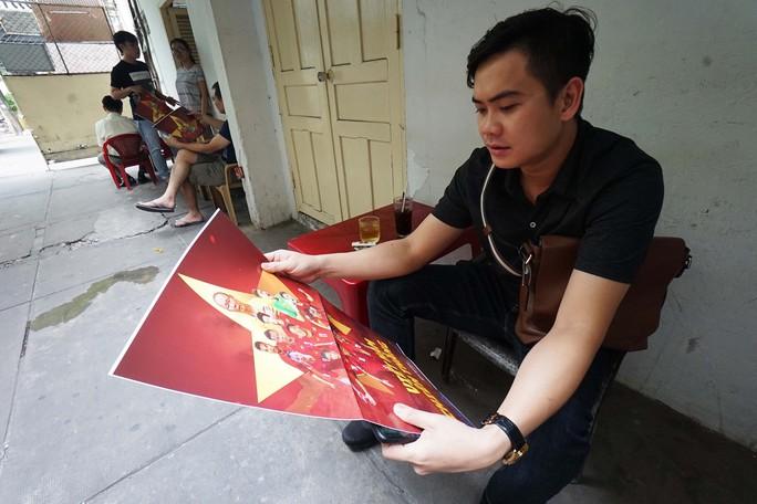 Poster cổ vũ tuyển Việt Nam chinh phục AFF Cup đến tay người hâm mộ - Ảnh 6.