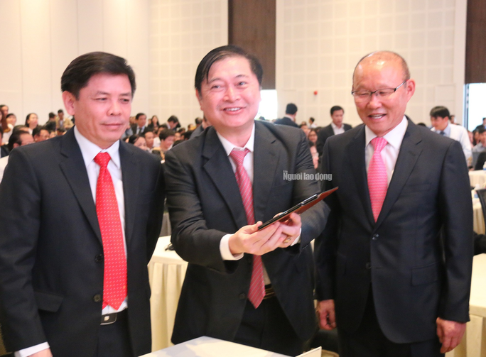 HLV Park Hang-seo cùng bầu Đức, bầu Thắng đến Chu Lai - Ảnh 3.