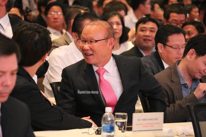 HLV Park Hang-seo cùng bầu Đức, bầu Thắng đến Chu Lai - Ảnh 2.