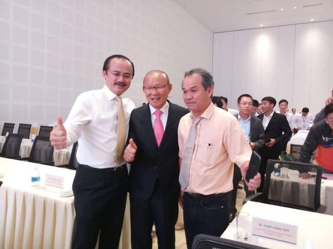 HLV Park Hang-seo cùng bầu Đức, bầu Thắng đến Chu Lai - Ảnh 1.
