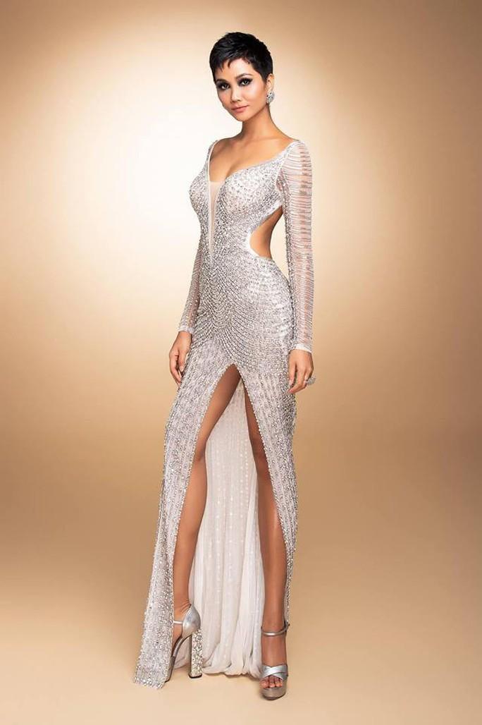 Chiếc váy ấn tượng của H'hen Niê đính hơn 3.000 viên đá quí - Ảnh 2.