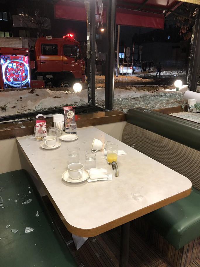 Hàng chục người đang dùng bữa, nhà hàng nổ tan tành - Ảnh 9.