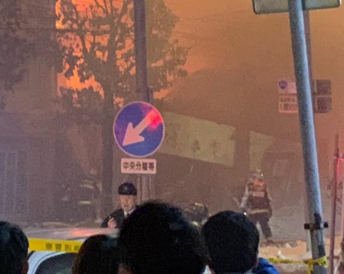 Hàng chục người đang dùng bữa, nhà hàng nổ tan tành - Ảnh 2.
