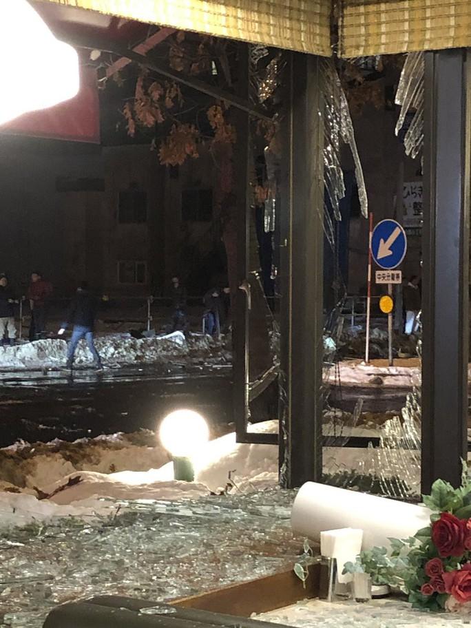 Hàng chục người đang dùng bữa, nhà hàng nổ tan tành - Ảnh 7.