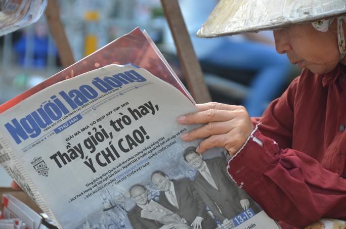 Độc giả thích thú với poster mừng Việt Nam vô địch AFF Cup - Ảnh 4.