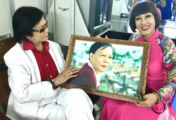 Danh ca Minh Cảnh ký thác điều gì ở triển lãm ảnh tuổi 82 - Ảnh 4.