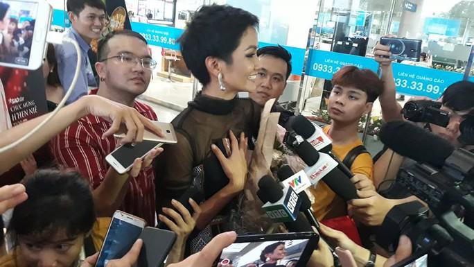 HHen Niê với ngày về rạng ngời sau khi vào tốp 5 Hoa hậu hoàn vũ thế giới  - Ảnh 9.