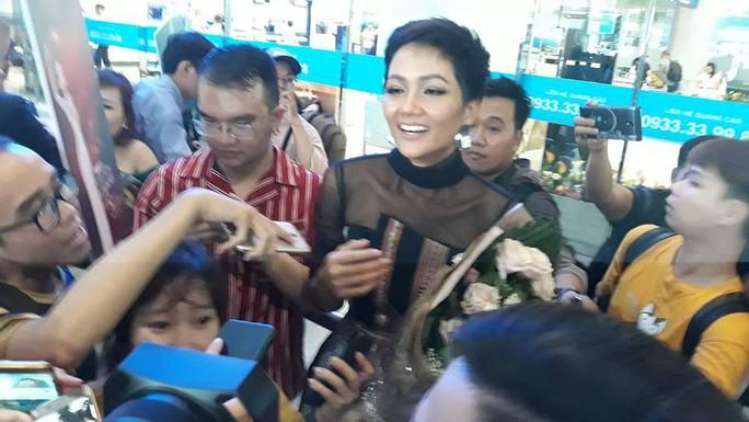 HHen Niê với ngày về rạng ngời sau khi vào tốp 5 Hoa hậu hoàn vũ thế giới  - Ảnh 7.