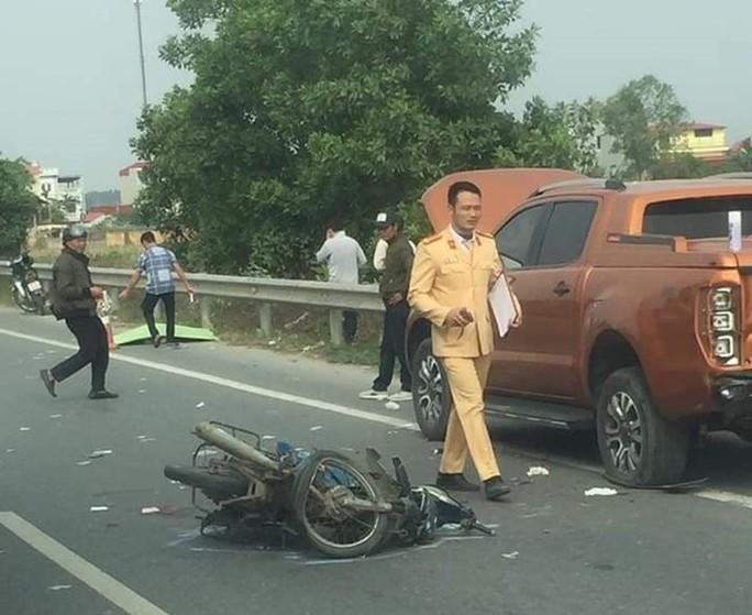 Tông ôtô đỗ ven đường cao tốc, 2 nam thanh niên tử vong tại chỗ - Ảnh 1.